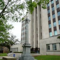 Rapides Parish Courthouse and Confederate Monument, Александрия