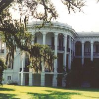 1858 Nottoway Plantation, 3 story greek revival rotunda, overlooks the Mississippi River (8-10-2000), Карвилл