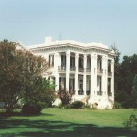 1858 Nottoway Plantation, built of virgin Cypress, overlooks the Mississippi River (8-10-2000), Карвилл