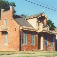 unique antebelum Gothic house, Natchez Ms, scanned 35mm (8-9-2000), Клейтон