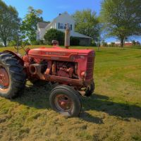 McCormick Tractor in Field in Front of Doe Orchards, Harvard, MA, Айер