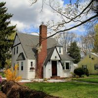Little White House on Pleasant, Bridgewater MA, Бриджуотер