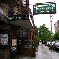 Crossroads Irish Pub; a great old local Pub at one time. Its been 4 things other than an Irish Pub but its a Boston Pub now., Кембридж