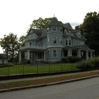 Queen Anne Style house, 1880s, Hopedale MA, Лейкестер