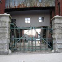 Front Gate, Лоуренс