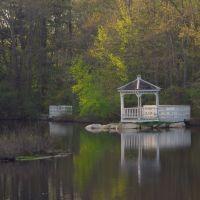 Gazebo on the Pond, Метуэн
