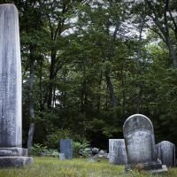 Gravestones in Hartford Ave. Cemetery in Bellingham, MA, Метуэн