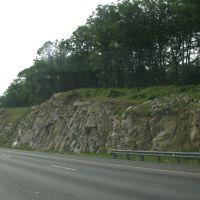 Rock cut near Nash Street, Метуэн