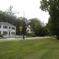 Colonial homes across from North Andover Common, Норт-Андовер