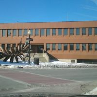 New Bedford Federal Building and ugly sculpture, Нью-Бедфорд