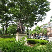Sculpture in John Harvard University Campus, Сомервилл