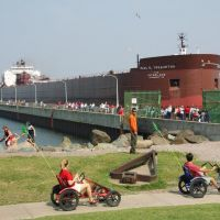 Duluth - A ship arriving in the Canal, Дулут