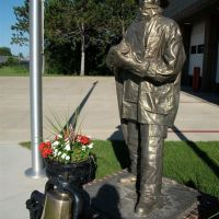 Fireman memorial, Brainerd, MN, Клокуэт