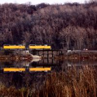 Union Pacific train at Pickerel Lake, Lilydale Park, St. Paul, MN, Лилидейл