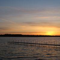 Apr 2007 - Plymouth, Minnesota. Spring sunset at Medicine Lake., Медисин-Лейк