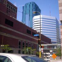 viendo hacia el downtown de Minneapolis desde la S 11th Street, Миннеаполис