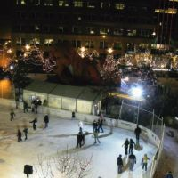 Free Ice Skating and warming hut at the Landmark Center, Сант-Пол