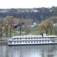 Cruising at Mississippi River, Сант-Пол