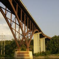 The Smith Ave High Bridge, Сант-Пол