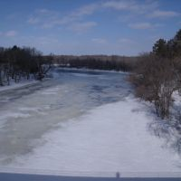 The Mighty melting Mississippi River - and my shadow, Фергус-Фоллс