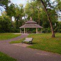 Park Bench and Picnic Pavillion, Manomin County Park, in Fridley, Minnesota, Фридли