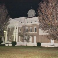 Kemper County Courthouse - Built 1917 - De Kalb, MS, Вейр