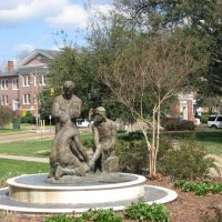MC Statue, Клинтон