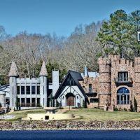 McGees Castle - Built 1973, Лак