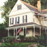 Victorian house, Natchez Ms, scanned 35mm (8-9-2000), Натчес