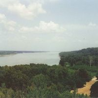 view of the Mississippi River from atop the bluffs, Natchez, scanned 35mm (8-9-2000), Натчес