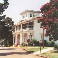 1860 Boddie planation house, now main building of Tougaloo College (7-18-2001), Поп