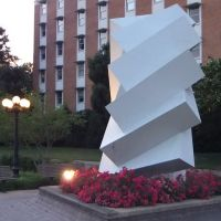 Sculpture in front of McArthur Hall, Старквилл