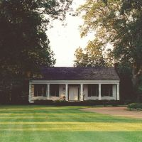1839 Captain Hickle-Hoy House, built of heart pine & cypress by 1st postmaster, Madison Miss (8-6-2000), Хернандо
