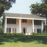 antebellum Eyebrow house atop hill, Clinton Miss (8-6-2000), Шав