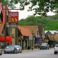 City of Hollister in the Ozark Mountains of Southwest Missouri, Брансон
