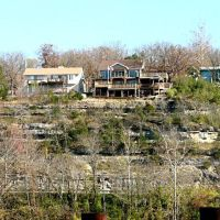 Houses across river, Downtown Branson, MO (2007), Брансон