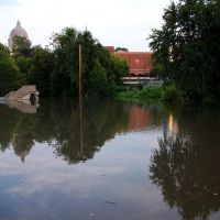 stairway to nowhere in flooded parking lot, Jefferson City, MO, Джефферсон-Сити