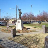 Statue of Liberty reproduction,North Kansas City,MO, Канзас-Сити