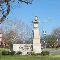 Cottey College entrance marker on eastbound West Austin Blvd., Невада
