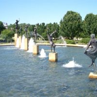 Childrens Fountain, life-size bronzes, North Kansas City, MO, Норт-Канзас-Сити