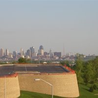 zoom into downtown KCMO from Briar Cliff Village, Kansas City, MO, Нортмур