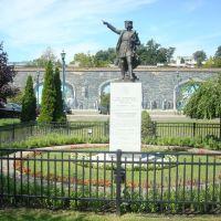 Columbus statue, Ньюбург