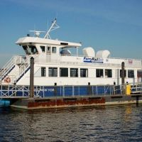 "FerryRail-link (Commuter Ferry) ""West New York"" docked on the west shore of the Hudson River at Newburgh, NY, Ньюбург"