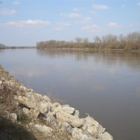 Missouri River, looking north from Indpendence Park Landing, Atchison, KS, Олбани (Генри Кантри)