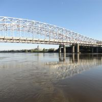 US 54 US 63 bridges over the Missouri River from the boat dock, Jefferson City, MO, Пилот Кноб
