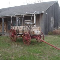 Covered wagon outside the Pony Express Museum, Сент-Джозеф