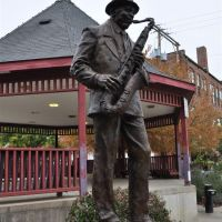 Body and Soul, Coleman Randolph Hawk Hawkins in bronze, St Joseph, MO, Сент-Джозеф
