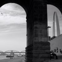 Saint Louis MO, Eads Bridge with Gateway Arch, Сент-Луис