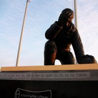 Fire fighters Memorial of Missouri, larger than life bronze, Kingdom City,MO, Флат Ривер