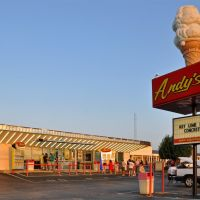 Andys Frozen Custard on South Campbell, Харвуд